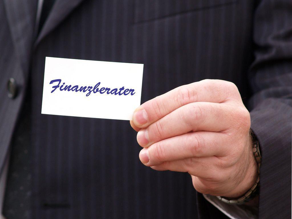 Hand mit Visitenkarte Finanzberater Datei: #28128706 | Urheber: Ralph Maats @fotolia.com